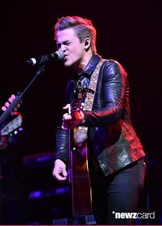 Country artist Hunter Hayes performs onstage during the ACM Lifting Lives Gala at the Omni Hotel on April 17, 2015 in Dallas, Texas.