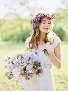 41 Gorgeous Spring Bridal Crowns Of Fresh Flowers | HappyWedd.com #PinoftheDay #spring #BridalCrowns #flowers