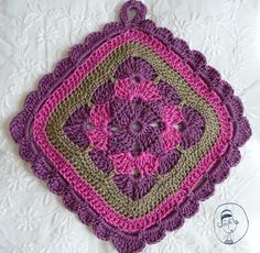 rose trémière crochet | le carre rose tremiere vient du livre 200 carres au crochet ...