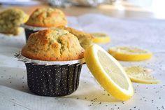 Voici une recette que j'avais déjà réalisé il y a longtemps et que j'ai décidé de refaire en y apportant de nouvelles petites choses. Je voulais un muffin moelleux, léger, bien citronné… Cupcake Recipes, Dessert Recipes, Patisserie Cake, Desserts With Biscuits, Magdalena, Breakfast At Tiffanys, Sweet Cakes, Healthy Muffins, Cooking Time
