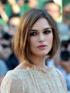 The Long Bob is the perfect hairstyle for Keira Knightley& expressive face. She wears her Long Bob intentionally crumpled with side crest. The post Long Bob by Keira Knightley appeared first on Fox. Oblong Face Hairstyles, Long Bob Hairstyles, Bob Haircuts, Worst Hairstyles, Oval Face Haircuts Short, Haircut Bob, Hairstyles Pictures, Hairstyles 2018, Haircut Pictures