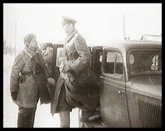 """Stalingrad, 31. Jan. 1943. General Paulus, taken POW. """"Einen Tag zuvor zum Generalfeldmarschall ernannt, wird Friedrich Paulus am Sonntag des 31. Januar 1943 vor seinem letzten Befehlsstand des Zentralen Kaufhauses von den Russen in Gewahrsam genommen. Am 22. November war nach dort vom Flugplatz Gumrak umgezogen. Damit war der Südkessel praktisch von den Russen eingenommen. Im Norden der Stadt kämpften General Streckers Soldaten noch immer gegen die anstürmenden Russen."""""""