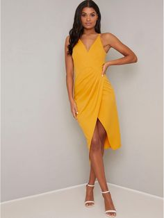 Chi Chi Naima Dress from Chi Chi London inspired by the season's catwalk trends, whatever the occasion, look great in one of our stunning designs. Dress Outfits, Fashion Dresses, Girls Dresses, Summer Dresses, Body Con Skirt, Casual Wedding, Chi Chi, Fitted Bodice, Wrap Style