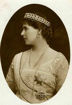 """Crownprincess Marie of Romania , wearing the """"loop tiara"""". Pageant Crowns, Tiaras And Crowns, Royal Crowns, Greek Royal Family, Princess Alexandra, Princess Victoria, Queen Victoria, Royal Jewelry, Jewellery"""