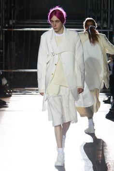 The complete Comme des Garçons Homme Plus Fall 2018 Menswear fashion show now on Vogue Runway.