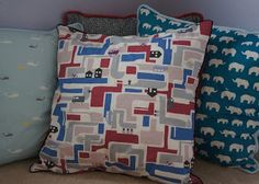 The Make Me Sisters: Tutorial: How to Make Envelope Pillow Shams with Piping
