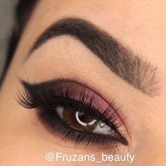oldie but goldie 😉 # eye # make-up # schoonheid Eyebrow Makeup Tips, Makeup Eye Looks, Eye Makeup Steps, Beautiful Eye Makeup, Simple Eye Makeup, Smokey Eye Makeup, Makeup Videos, Eyeshadow Makeup, Beauty Makeup