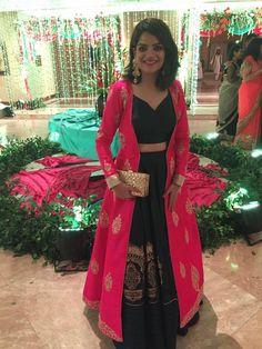 How to reuse an old saree in 18 different ways : reuse saree Lehenga Designs, Indian Wedding Outfits, Indian Outfits, Indian Attire, Indian Wear, Collection Eid, Saree Dress, Dress Up, Mode Bollywood