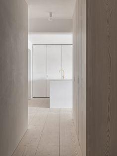 Through subtle layering and minimal structural elements, Baeten Hylebos Architecten redesign an apartment in central Lokeren, Belgium. Internal Sliding Doors, Minimalist Apartment, Minimalist Design, Minimal Home Design, Decoration, Interior Inspiration, Interior Architecture, Tall Cabinet Storage, Modern