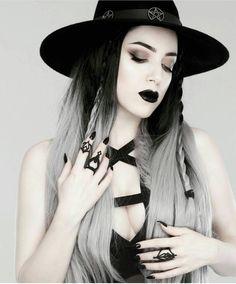 Largest Gothic Community on IG (@gothsunite) • Instagram-Fotos und -Videos
