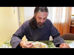 Ντοματόρυζο αλλιώς... από τον Γέροντα Παρθένιο - YouTube Paella, Risotto, Chef Jackets, Flat Bread, Noodles, Youtube, Recipes, Father, Vegan