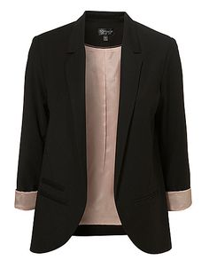 This blazer looks like it needs a home. What do you know I have an empty hanger in my closet! Work Fashion, I Love Fashion, Fashion Outfits, Womens Fashion, Black Boyfriend Blazer, Look Boho, Mode Chic, Looks Cool, My Wardrobe