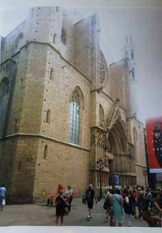 Dit is een kerk in Barcelona, dicht bij het Palau de la Música.