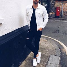 White denim jacket ripped black jeans and white sneakers Black Ripped Jeans, Mens Style Guide, Style Men, Mens Fashion, Fashion Outfits, Fashion Guide, Ootd Fashion, Daily Fashion, Fashion News