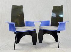 MILAN ANNEES 1980 : Paire de fauteuils en fibre de carbone, polyester