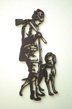 Le chasseur et son chien, décoration murale en bois découpé et peint : Décorations murales par decosiluetas