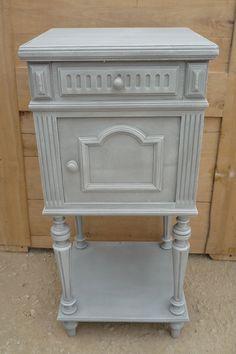 Chevet ancien relook en gris patin petits meubles for Customiser des meubles de cuisine