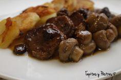 Este es un plato de esos que quedan muy bien para una comida o celebración festiva. Tiene un sabor dulzón por el vino qu...