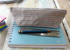 A great tutorial on making fabric pencil cases! One for each of my different art supplies!!