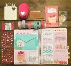 stickers, masking tape et pochette bleue pour décorer les pages de son planner, idée géniale comment customiser son agenda