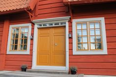 Exterior House Colors, Exterior Paint, Exterior Design, Interior And Exterior, Swedish Cottage, Red Houses, Yellow Doors, Craftsman Bungalows, Landscape Plans