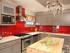 Nice Unordinary Kitchen Colors Design Ideas That Looks Cool. Red Kitchen Cabinets, Kitchen Cabinet Colors, Painting Kitchen Cabinets, Kitchen Paint, Kitchen Colors, New Kitchen, Kitchen Decor, Gray Cabinets, Kitchen Ideas Red