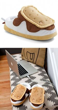 37 Christmas Gifts you didn't know you wanted until now. Snugly S'mores // heated USB foot-warmer slippers… for those who like novelty and toasty toes on cold winter evenings… Best Christmas Gifts, Christmas Wishes, Holiday Gifts, Christmas 2015, Cute Gifts, Diy Gifts, Great Gifts, Funny Gifts, Choses Cool