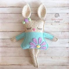 gratis free:Ragdoll Spring Bunny Free Crochet Pattern As promised we have our third Easter/Spring-themed pattern for you today and she has stolen our hearts!  Here in NL Canada we are basically still experiencingthe deadof winter (no really there was a snowstorm here today#AprilinCanada).