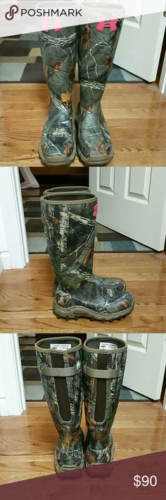 Womens under armour hunting boots. Really nice boots. Comfortable too, worn them 4 times. There waterproof, but not insulated. Under Armour Shoes