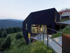 2017 02 07 dom sch na kosogore designzoom. Residential Architecture, Amazing Architecture, Architecture Details, Terrazzo, Style At Home, Painting Concrete, Indoor Outdoor, Outdoor Decor, House On A Hill