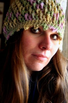 Free pattern @ http://thelaughingwillow.blogspot.com/2010/08/deeply-textured-hat-free-pattern-and.html