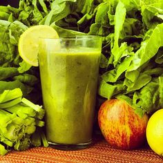 Raw-Form Phytochemical Nutrients By Drinking Green Smoothies. Nutrition of the Green Smoothie The fact is that many people, billions, in fact, make poor food choices on a daily basis. Smoothies Detox, Green Smoothie Recipes, Easy Smoothies, Juice Smoothie, Breakfast Smoothies, Orange Smoothie, Nutribullet Recipes, Detox Recipes, Healthy Recipes