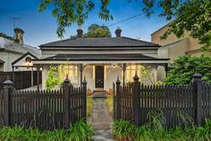 47 Trendy Exterior Paint Colors For House Cottage Picket Fences Exterior Paint Colors For House, Paint Colors For Home, Exterior Colors, Victorian Cottage, Victorian Homes, Weatherboard House, Queenslander, Porches, Australian Homes