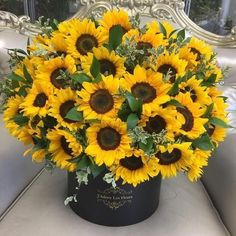 Every girl deserves a sunflower bouquet Sunflower Bouquets, Sunflower Flower, Sunflower Fields, My Flower, Sunflower Floral Arrangements, Sunflower Party, Happy Flowers, Pretty Flowers, Fresh Flowers
