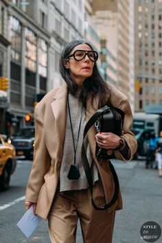 Veronique Tristam between the style exhibits. The submit New York Fall 2020 Street Style: Veronique Tristam appeared first on STYLE DU MONDE Urban Street Style, Street Style Summer, Casual Street Style, Street Chic, Stockholm Street Style, Paris Street, Edgy School Outfits, Mode Outfits, Fashion Outfits