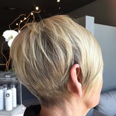 We ❤️ this pixie cut from today! #ROCCØCØ #roccocosalon #knoxville #knoxvillehair #knoxvillesalon #knoxvillestylist #davines #davinescolour #davinescolor #davineslovers #davinesofficial #donewithdavines #pixie #pixiecut #hair #haircut #salon #salonlife #modernsalon #modersalonservices #beauty #beautiful #behindthechair #btcpics