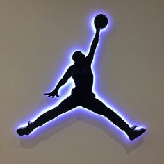 A Sports Themed Bedroom Is Perfect for Children Who Have to Share a Room - Life ideas Jordan Logo Wallpaper, Nike Wallpaper, Cool Wallpaper, Iphone Wallpaper, Indoor Basketball Hoop, Love And Basketball, Basketball Pictures, Basketball Court, Basketball Tickets