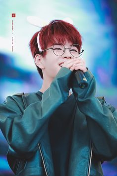 Seungmin+Red hair=my death Elvis Presley, Lee Min Ho, Red Hair And Glasses, Peinados Pin Up, Stray Kids Seungmin, Wattpad, Kids Board, Fandom, Lee Know