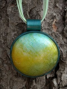 Green Crackle by curly girl designs, via Flickr ... looks like the bezel & bail are made out of polymer clay?