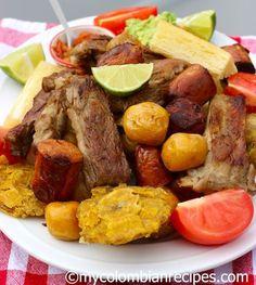 Fritanga o Picada Colombiana Fried Food Platter -Colombia Colombian Dishes, My Colombian Recipes, Colombian Cuisine, Cuban Recipes, Ecuadorian Recipes, Latin American Food, Latin Food, Columbian Recipes, Dominican Food