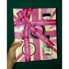 Temukan dan dapatkan The Body Shop Gift Set Small Ultimate Collection hanya Rp 329.000 di Shopee sekarang juga! http://shopee.co.id/shaumiiii/151576098 #ShopeeID