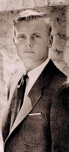 """TAB HUNTER: """"The collegiate man in tennis point shirt to which a pin has been added, holding rep tie elegantly in place."""" Text image from Hollywood Ivy Look. By Graham Marsh Tony Nourmand. Hollywood Men, Vintage Hollywood, Hollywood Stars, Classic Hollywood, Tab Hunter, Ex Machina, Star Wars, Before Us, Famous Faces"""