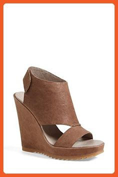 4a168d7047c Vince Camuto Women s GEVARA WEDGE Sandal TAUPE