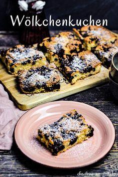 """Der Wölkchenkuchen ist ein schneller Blechkuchen. Er besticht optisch als auch durch seinen Geschmack. Sehr beliebt bei Kindern, die schon gerne beim Backen mithelfen. Aber auch bei """"Großen"""" auf der Party... #kuchen #backen #wölkchenkuchen #blechkuchen #ddr #ostalgisch #dessert #süßspeise #naschen #backrezept #rezept #rezepte #kaffeekränzchen Snacks Für Party, Fabulous Foods, French Toast, Grilling, Sweets, Meat, Chicken, Breakfast, Silvester Party"""