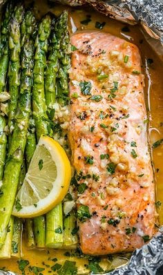 Salmon and Asparagus Foil Packs with Garlic Lemon Butter Sauce - #recipe #eatwell101 #paleo #keto - Whip up something quick and delicious tonight! - #recipe by #eatwell101 Delicious Salmon Recipes, Baked Salmon Recipes, Dinner Recipes Easy Quick, Easy Healthy Recipes, Fish Recipes, Quick Easy Meals, Seafood Recipes, Healthy Food, Recipes Dinner