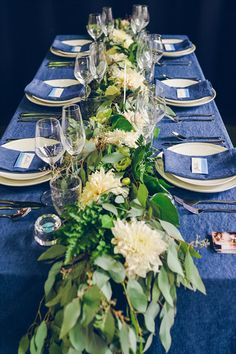 Wedding blue and green. Wedding Blue, Decor Wedding, Floral Wedding, Wedding Ideas, Greenery, Wedding Planner, Floral Design, Table Decorations, Home Decor