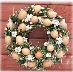 Easter Flower Arrangements, Easter Flowers, Egg Crafts, Easter Crafts, Easter Wreaths, Christmas Wreaths, Decoupage Jars, Floral Hoops, Seashell Crafts
