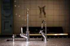 - een klassieke kraan - een klassieke Quooker - en een klassieke zeepdispenser Alles is mogelijk!  www.diepeveen.nl