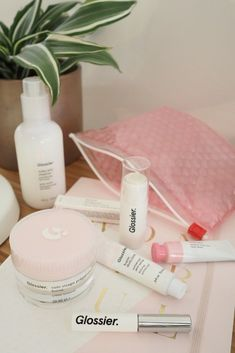 Have you heard the news? Glossier has FINALLY launched in the UK! Take a look at my thoughts on the products you need to try first including the Glossier Milky Jelly Cleanser, Glossier Priming Moisturiser Rich and the Glossier Balm DotCom Universal Skin S Beauty Care, Beauty Skin, Beauty Tips, Beauty Products, Diy Beauty, Beauty Habits, Face Products, Homemade Beauty, Beauty Makeup