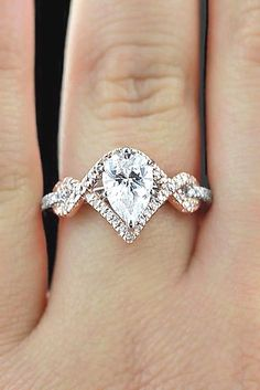 One beauty Diamond engagement ring in white gold 14 k. Its Lovely. SLVH♥ ♥♥♥♥